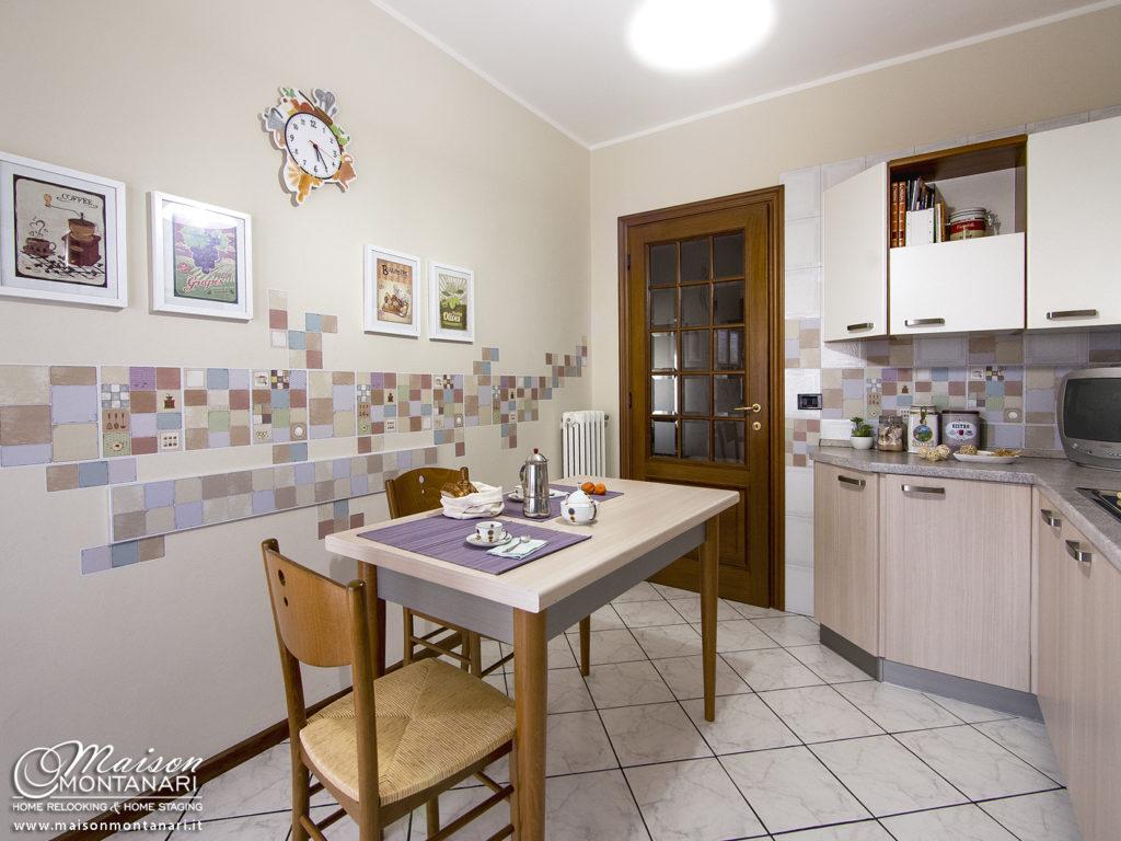 Relooking cucina: decorazione parete con stampe digitali adesive da muro