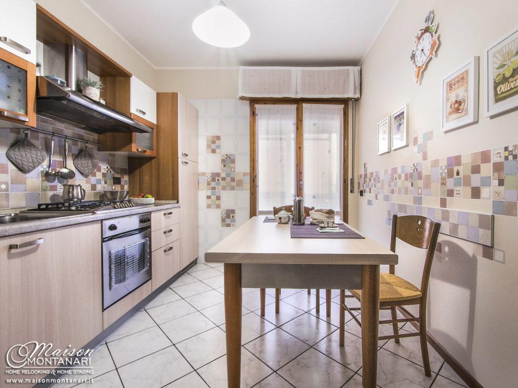 Cucina rinnovata in stile moderno con elementi vintage