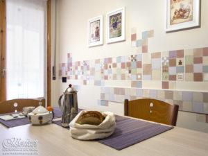 Decorazione parete cucina con adesivi da muro personalizzati ...